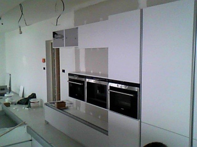 cuisine laqu e blanc mat avec lectrom nager siemens. Black Bedroom Furniture Sets. Home Design Ideas