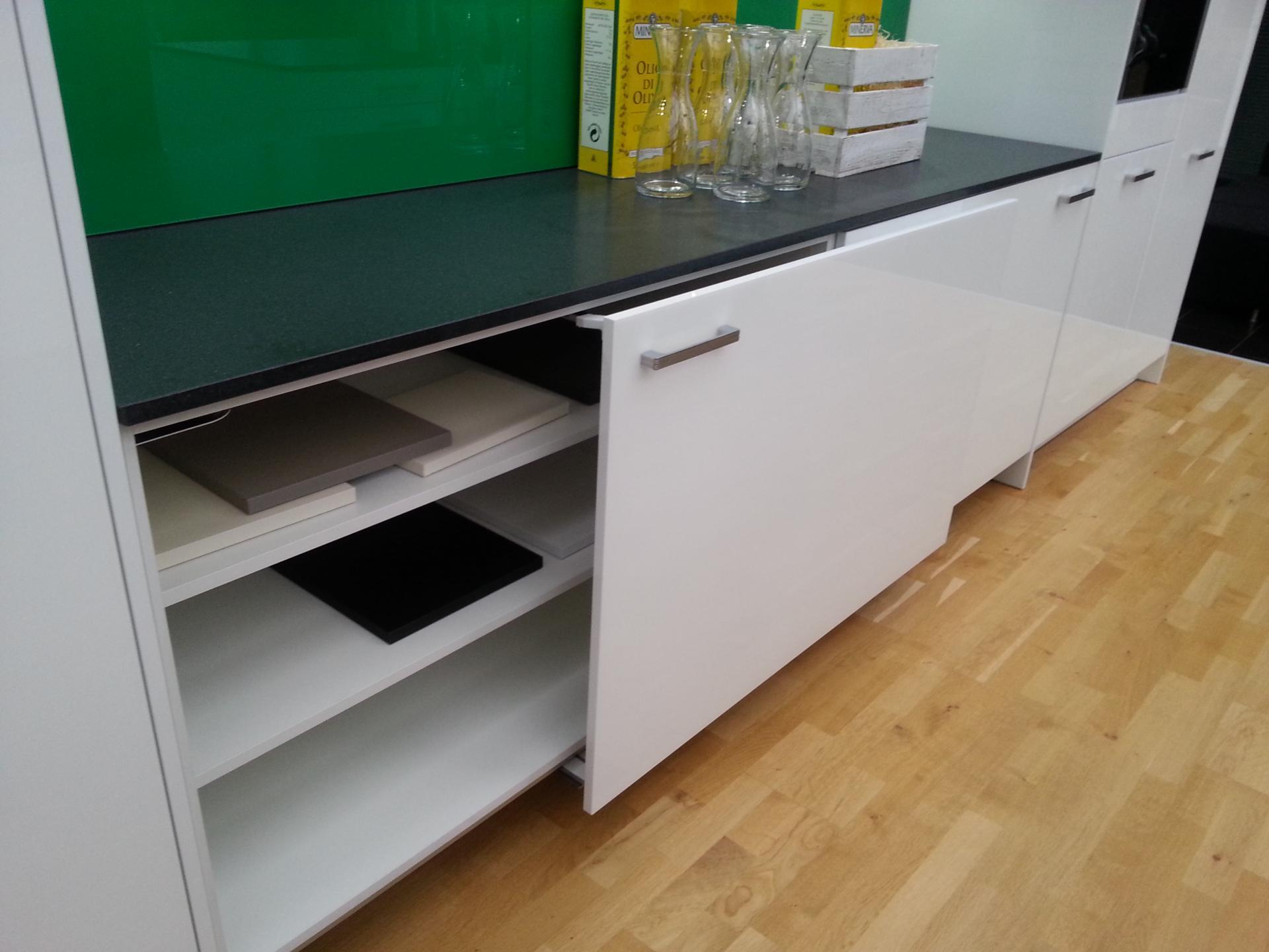 syst me de fa ades coulissantes pour meubles de cuisines. Black Bedroom Furniture Sets. Home Design Ideas